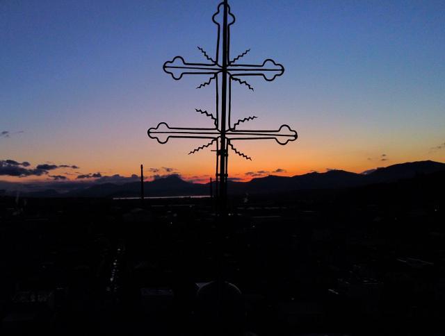 detail kríža na veži/západ slnka